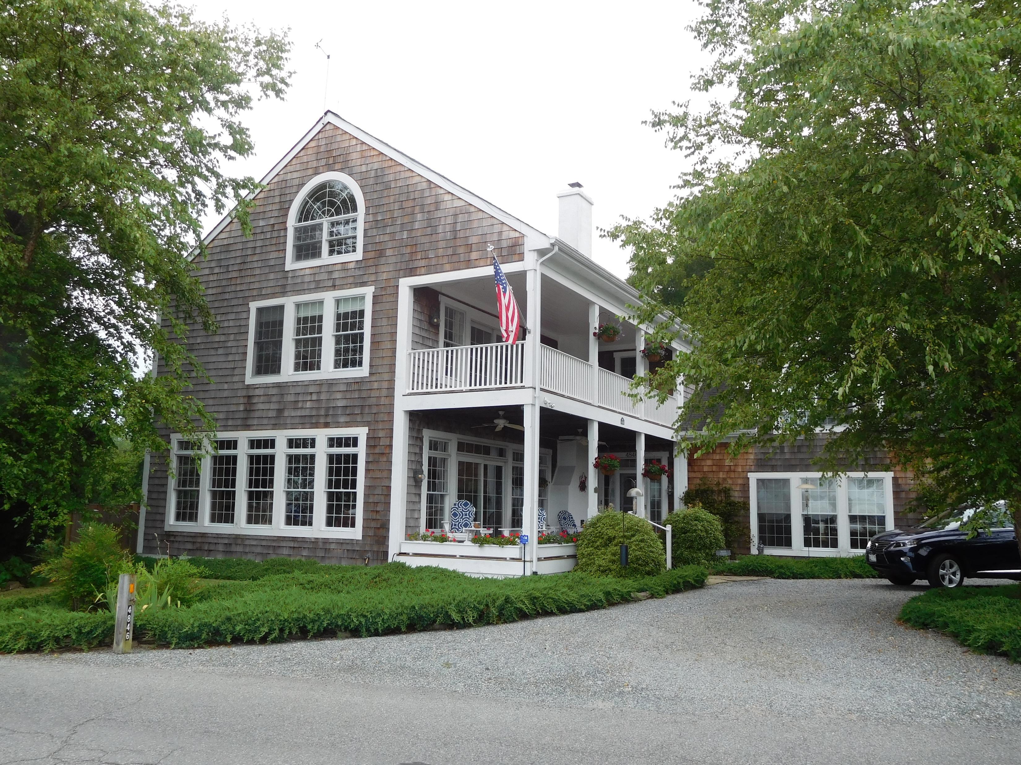 Martie & Leo's home
